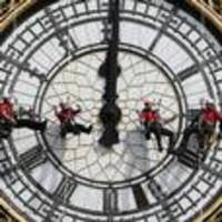 Experts clean Big Ben clock faces